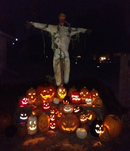 spooky-hollows-2016-scarecrow-and-pumpkins