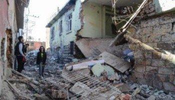 トルコ東部でクルド人の都市で非常事態