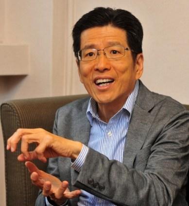 嚴長壽在國外接受訪談時,建議留學生不要回台灣。 圖片來源:自由時報