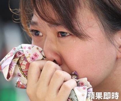 反課綱學生面對教育部長吳思華的回應,不禁落淚。 圖片來源:蘋果日報