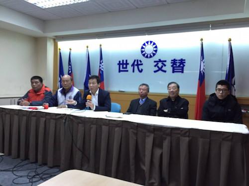 鍾小平宣布參選國民黨立委,主張開除連戰。 圖片來源:民報