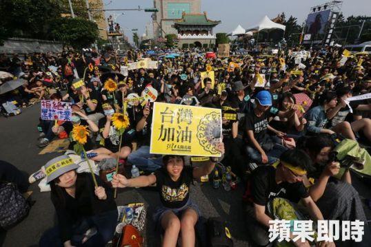 台灣年輕人關心政治與社會議題的比例日增。 圖片來源:蘋果日報