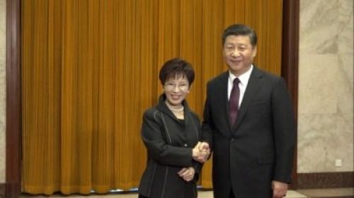 國民黨主席洪秀柱跟習近平握到手了。 圖片來源:自由時報