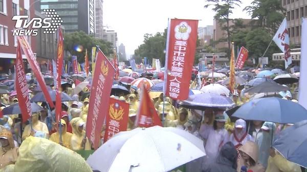 退休警察也抗議年金改革。 圖片來源:TVBS