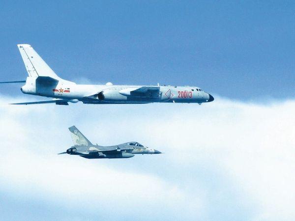 中國戰機繞台,我軍機伴飛監控。 圖片來源:聯合新聞網