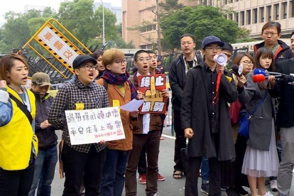 學生抗議勞基法修正。 圖片來源:民視