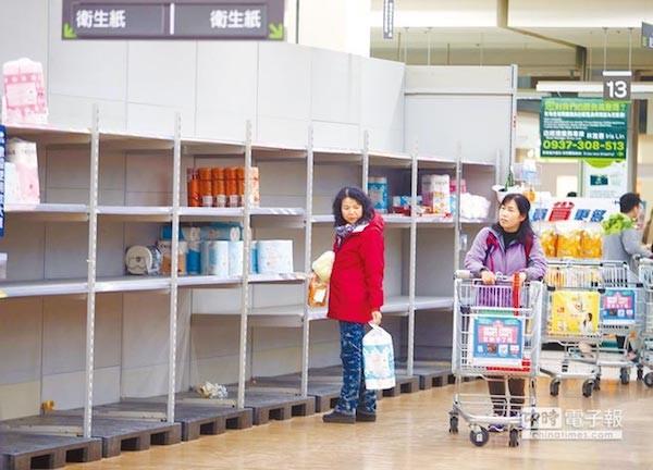 衛生紙將漲價,賣場被搶購一空。 圖片來源:中時電子報