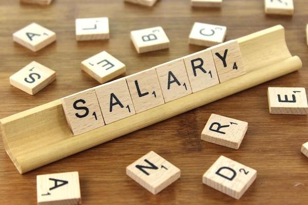 薪資不公開一直是大部分公司的政策。 圖片來源:CC BY-SA 3.0 Nick Youngson