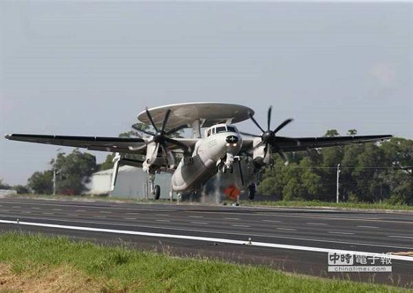 今年漢光將操演戰機起降花壇戰備跑道。 圖片來源:中時電子報