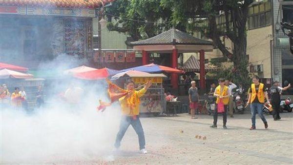 宮廟活動對附近鄰居也是一種困擾。 圖片來源:三立新聞