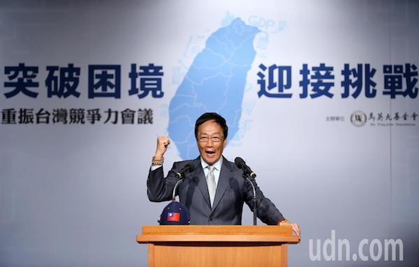 郭台銘在臉書發表《美中貿易戰對未來台灣經濟的機遇和挑戰》。 圖片來源:聯合新聞網