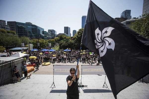 香港反送中持續延燒,民眾發起不合作運動,並進行罷工、罷市、罷課。 圖片來源:風傳媒