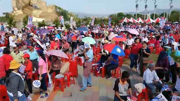 韓國於致詞中,台下民眾趕散場。 圖片來源:民視