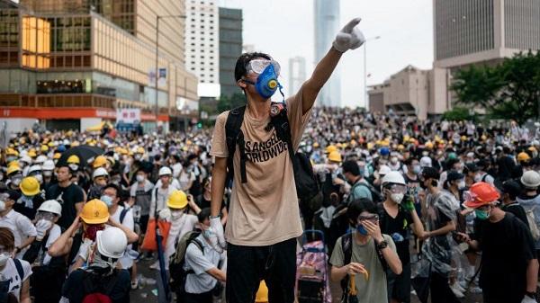 香港反送中運動風起雲湧不分老少。 圖片來源:BBC