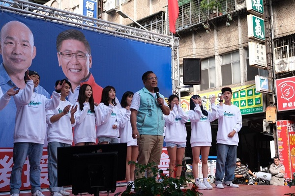 民眾黨全國後援會總會長謝俊州為國民黨站台。 圖片來源:新頭殼