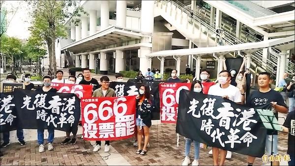 旅高港人也挺罷韓。 圖片來源:自由時報