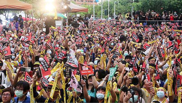 罷韓創造歷史,台灣史上第一次罷免通過。 圖片來源:新世紀