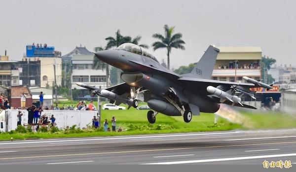 美國對台軍售F16-V可派駐馬公提升空防優勢。 圖片來源:自由時報