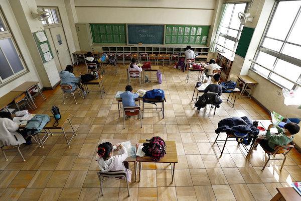 許多學校因為疫情關係而停客或在遠距上課。 圖片來源:NYTimes