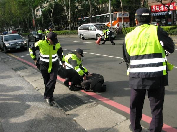 警察依法值勤卻可能有瑕疵影響警民關係。 圖片來源:新北市三峽警分局
