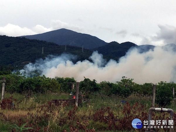 林邊果農焚燒廢棄物造成空氣污染。 圖片來源:台灣好新聞