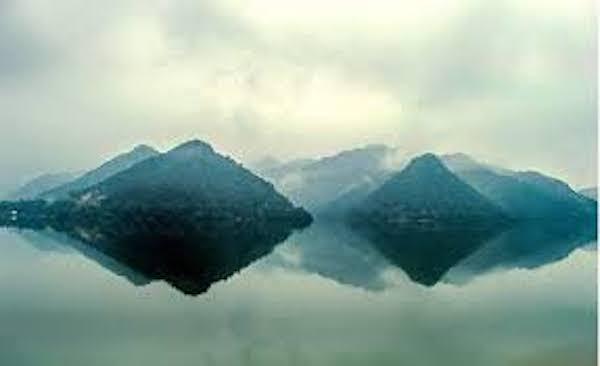 見山是山,見山不是山。 圖片來源:壹讀