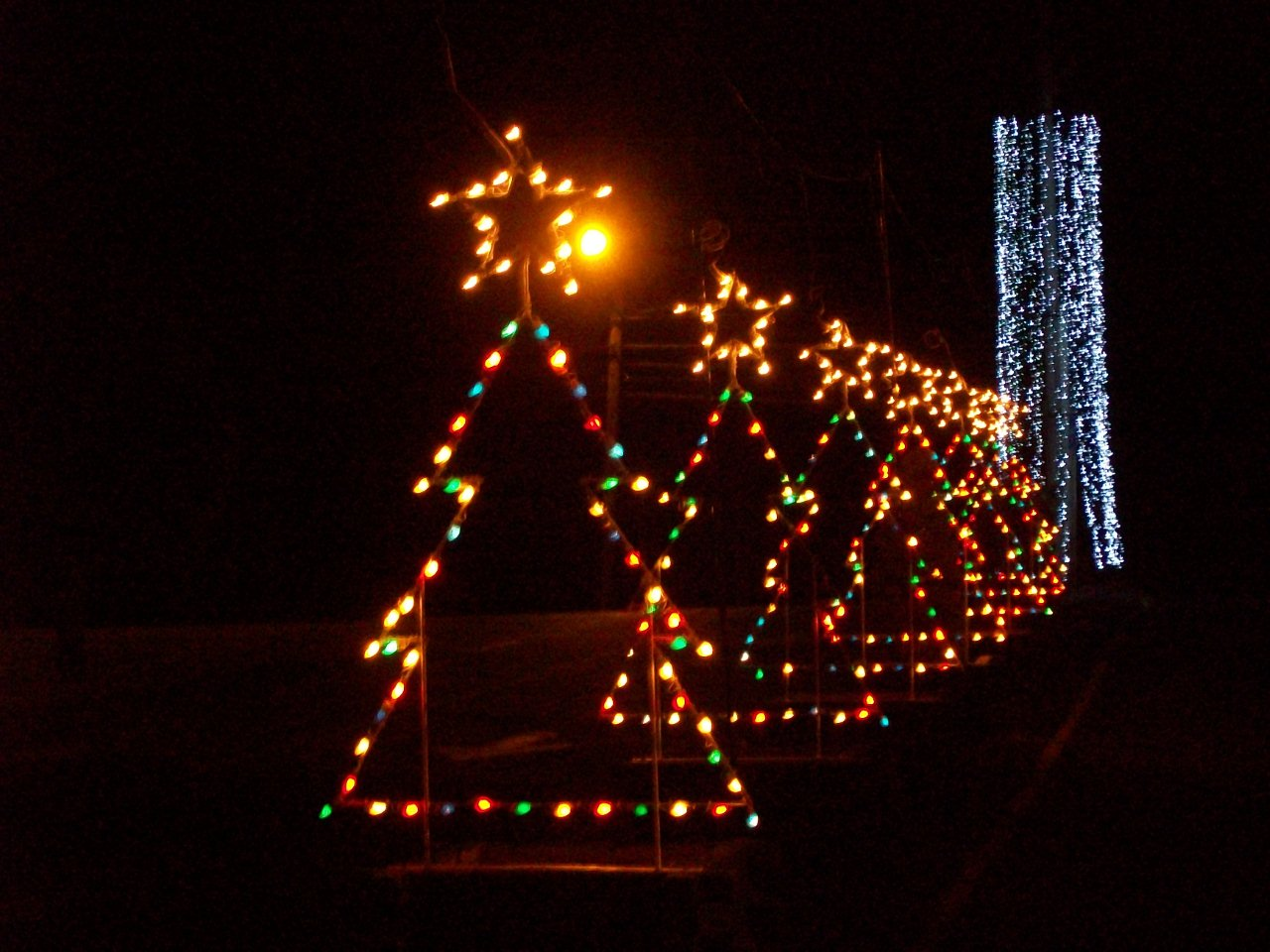 Best Place For Christmas Decorations Best Places To See Christmas Lights In New England New England Today