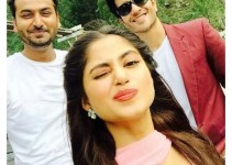 Clicks of Sajal Ali and Feroze Khan during shooting (2)