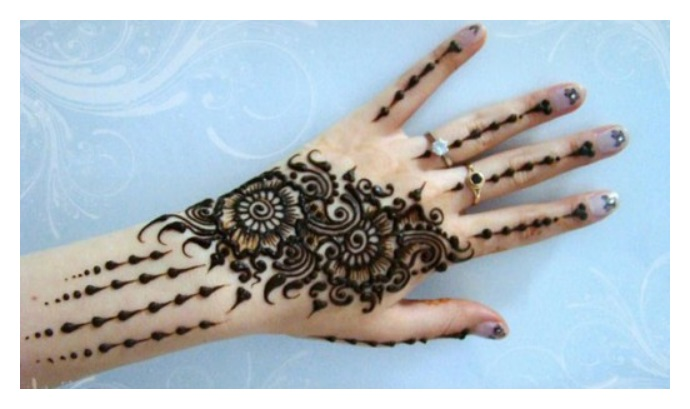 Simple but elegant MEHNDI DESIGNS for girls