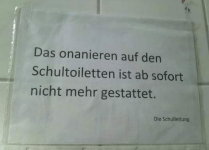 Onanieren-Schulklo-Twitter-OstberlinerDG
