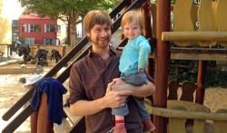 Noch hat Sophie ihren Papa Niklas ganz für sich. Das wird sich bald ändern: Ende Oktober erwarten er und seine Freundin ihr zweites Kind