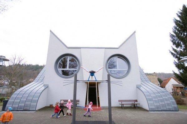 Da steht er wie die Sphinx, der Katzenkindergarten in Wolfartsweier. (Foto: Adriano A. Biondo)