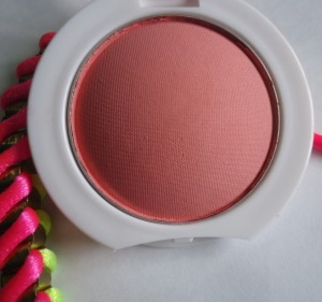 Maybelline Cheeky Glow Blush Peachy Sweetie Review, Swatches