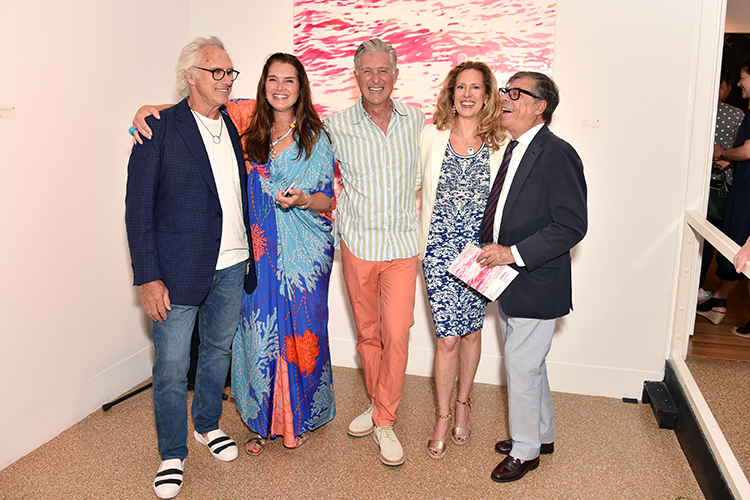 """Eric Fischl, Brooke Shields, David Kratz, Simone Levinson, and Bob Colacello at the opening reception for """"Water Bodies"""" at Southampton Arts Center. Courtesy of photographer Jared Siskin, © Patrick McMullan."""