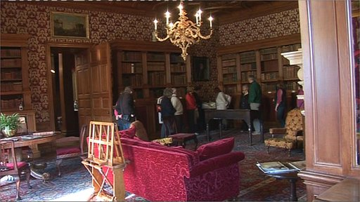 Sofa Yorkshire Bbc - Lyme Park Library Is Given A Victorian Makeover