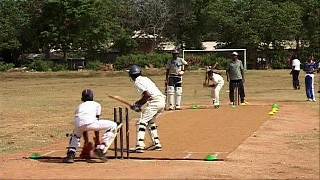Cricket coaching gives fresh hope to Tamil boys - BBC News