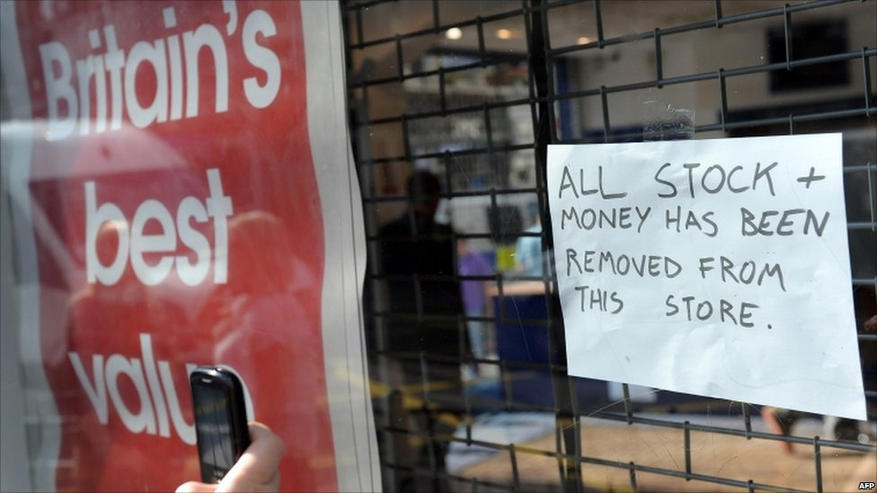 Furniture Stores South East Uk Bbc News - In Pictures: London Riots Spread To Cities