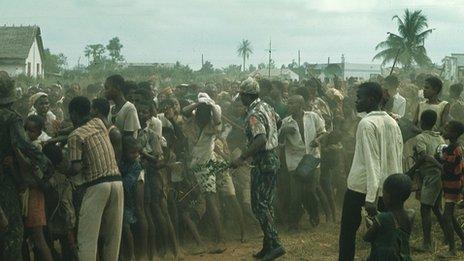 Biafran army soldiers and captives - May 1967