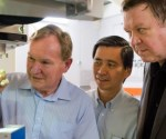 Professor Sir David Payne, Professor Tjin Swee Chuan and Professor Nikolay Zheludev. Image Credit: NTU, SIngapore