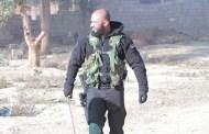 """يحدث في العراق .. يتفاخر """"أبو عزرائيل""""بحرق رجل سني وتقطيعه (شاهد)"""
