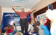 بالرقص الشرقي يحتفل وزير الشباب المصري بتخريج حفاظ القران