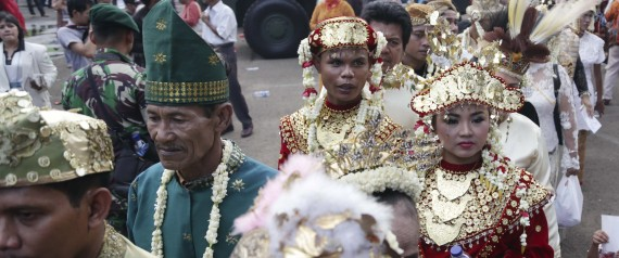 Brides and grooms walk during a mass wedding ceremony in Jakarta, Indonesia, Wednesday, Jan. 28, 2015. Thousands of couples registered for the mass marriage ceromony sponsored by the Indonesian Armed Forces. (AP Photo/Achmad Ibrahim)