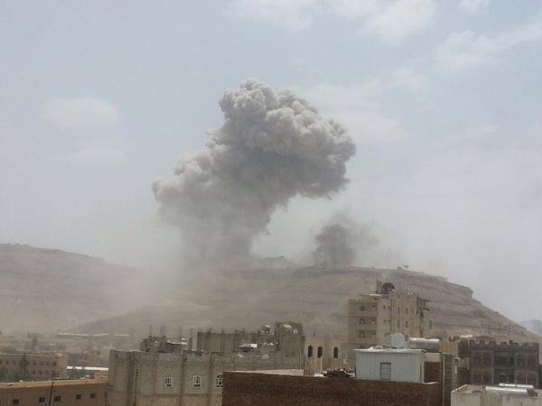 صور-قصف-جوي-على-جبل-نقم-ومعسكر-الحفا-الان-صنعاء-عاجل-في-اليمن