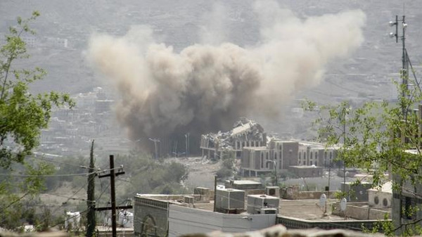 Dust rises from the site of a Saudi-led air strike in Yemen's southwestern city of Taiz July 1, 2015. REUTERS/Stringer