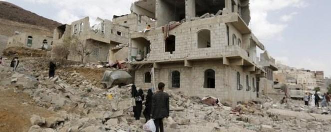 منظر لمنازل مدمرة في احى المدن اليمنيةِ