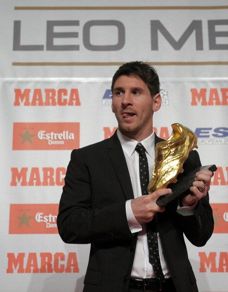 Barcelona's Argentinian forward Lionel Messi poses after receiving the European Golden Boot 2012 award for best European goalscorer of the 2011-2012 season, on October 29, 2012 in Barcelona. Messi scored a Spanish-league record of 50 goals for Barcelona. AFP PHOTO/LLUIS GENE. (Photo credit should read LLUIS GENE/AFP/Getty Images)