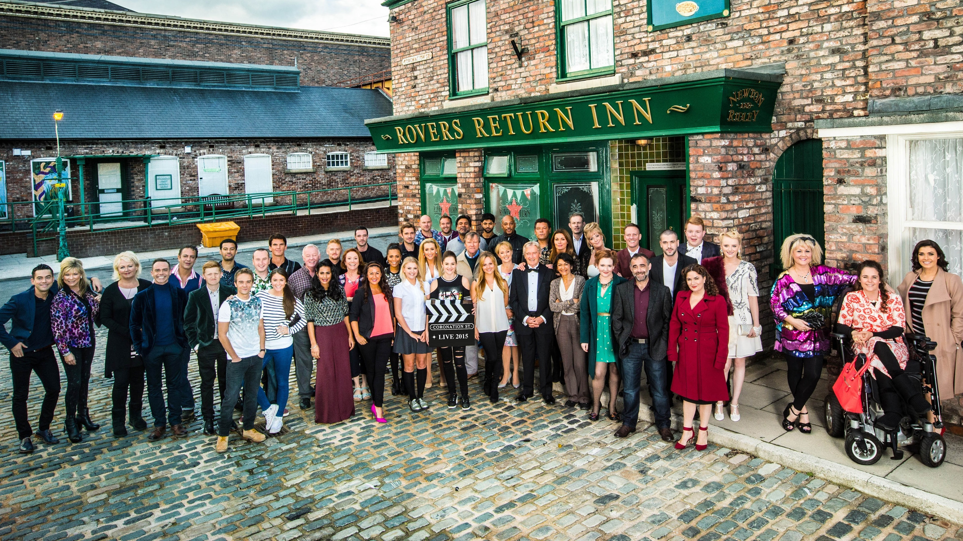 Calendar News Catch Up Itv Calendar Missed Any Of Calendar This Week Catch Up Coronation Street Cast Pose For Photo Ahead Of Live