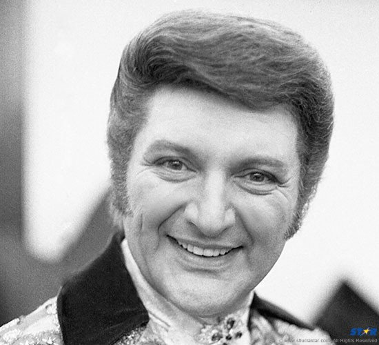 """In 1956 Liberace successfully sued the Daily Mirror for calling him """"queer"""": What was abundantly obvious was not verifiable by the media."""
