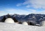 أكواخ جليدية للسياح على جبال الألب، سويسرا