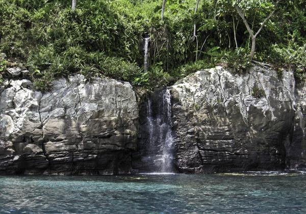 تشتهر جزيرة كوكوس بكثرة الشلالات
